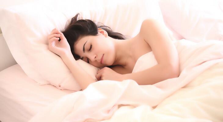 Hogyan lehet egyszerre aludni és fogyni is közben?