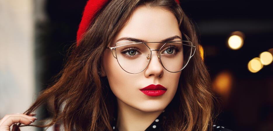 Így sminkelj, ha szemüveges vagy